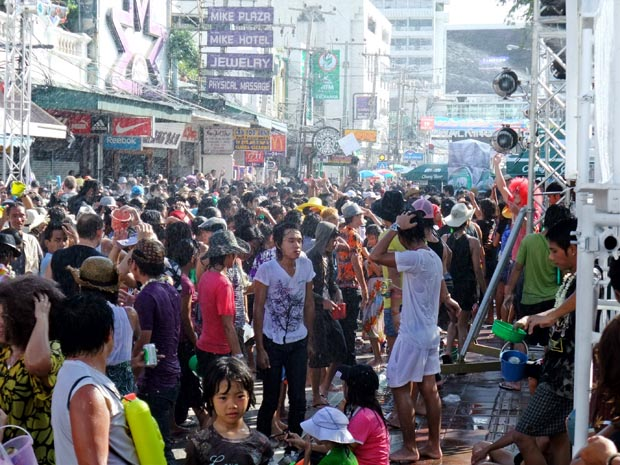 Songkran-air-filled-with-water